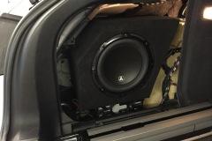 Audi A4 Avant Subwoofer verdeckt links im Kofferaum